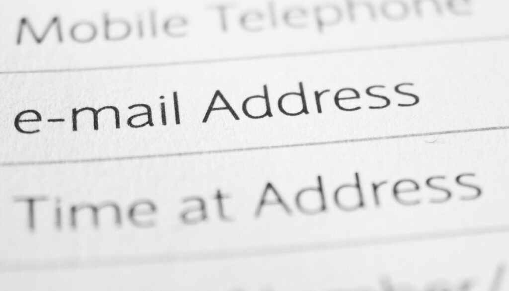hide email addresses for apple ios